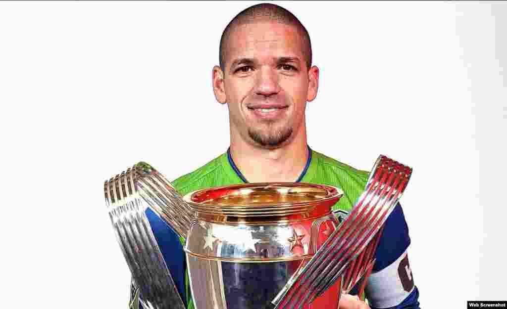 """Osvaldo """"Ozzie"""" Alonso Moreno, capitán del equipo Seattle Sounders, campeón de la MLS en 2016."""