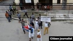 Arrestos frente a la sede de la Damas de Blanco