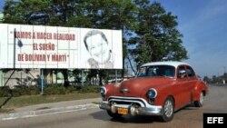 Valla con Hugo Chávez en las calles habaneras
