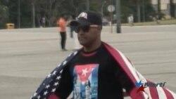Cubano que ondeó la bandera de EEUU ante Castro se declara en huelga de hambre