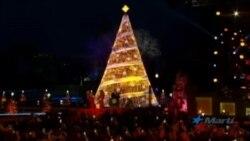 Melania Trump enciende tradicional árbol de Navidad en la Casa Blanca
